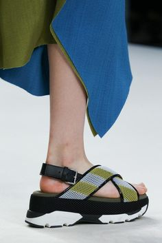 Marni Spring 2015 Ready-to-Wear - Details - Gallery - Look 1 - Style.com