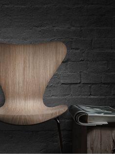 = Arne Jacobsen Series 7 Chair
