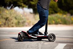 Motorized skatescooter is not the newest news, but what CycleBoard Standup Electric Scooter has to offer is much more. For starter, it gets the much dreaded putting a foot down for balancing when stopping out
