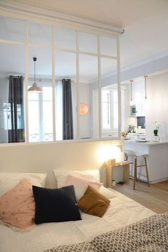 Apartment Paris 30 as a two-room apartment - Appartement Paris 6 : 30 comme un deux-pièces A well thought-out room with glass roof - Apartment Room, Renovation Design, Cheap Home Decor, Easy Home Decor, Interior Decorating Styles, Home Decor Baskets, Home Decor, House Interior, Home Deco