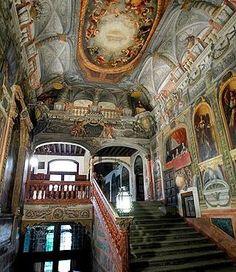 Espectacular escalera de entrada en el convento de las Descalzas Reales, el gran tesoro escondido en el centro de Madrid.