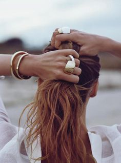Chunky gold accessories and beachy waves