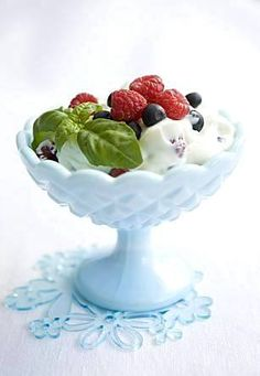 Marjainen jälkiruokarahka - Reseptit - Ilta-Sanomat Decorative Bowls, Pudding, Desserts, Recipes, Cakes, Food, Tailgate Desserts, Deserts, Cake Makers