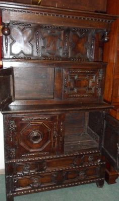 1600s welsh oak carved tridarm