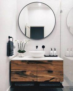 Modern bathroom with white and wooden vanity Modernes Badezimmer mit weißer und hölzerner Eitelkeit # Idéesdedécointérieure Bathroom Mirror Makeover, Diy Bathroom Remodel, Bathroom Interior, Bathroom Vanities, Bathroom Cabinets, Mirror Vanity, Bathroom Storage, Kitchen Cabinets, Restroom Cabinets
