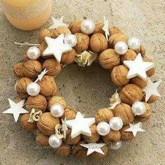 In this DIY tutorial, we will show you how to make Christmas decorations for your home. The video consists of 23 Christmas craft ideas. Country Christmas, All Things Christmas, Winter Christmas, Christmas Time, Christmas Crafts, Christmas Ornaments, Gold Christmas, Art Floral Noel, Natal Country