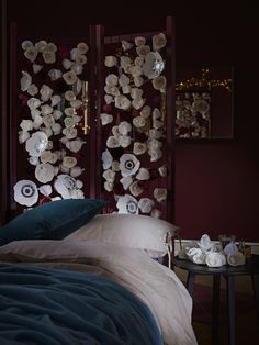 34 Perfect Decorating Christmas Bedroom Red And White - firstmine Ikea 2018, Blue And White Bedding, How To Dress A Bed, Christmas Bedroom, Ikea Christmas, Bedroom Red, Twinkle Lights, Christmas Inspiration, Flower Wall