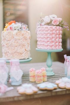 Pastel wedding cakes decorated with real flowers | Mad for Mod: A Retro-Inspired Styled Shoot