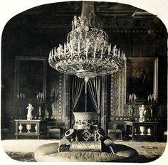Carlos Díaz Ortiz  1920  Antecámara de Gasparini en el Palacio Real. Fragmento de estereoscopia. La fecha de la fotografía es aproximada. (Centro)