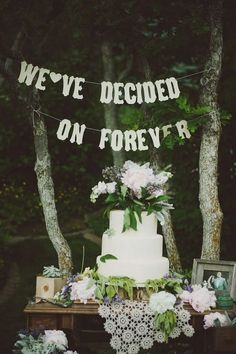 Vintage Rustic Wedding Cake Table