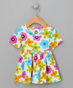 This versatile dress boasts a pretty print, twirlable skirt and classic short-sleeve silhouette. The soft cotton design keeps little ones comfy, cozy and content.