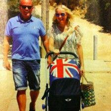 Sonja Bakker wandelt met baby Bram in #Easywalker Mini Stroller | Babystuf