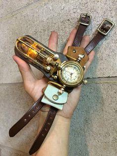 """handmano """"BowBowのランプユニットを組み込んだ腕時計が登場!BowBowとのコンビネーション装備も熱いこと請け合いです☆ 立てて飾ってもとても絵になりますよ。 文字盤4種の4点限りです! """""""