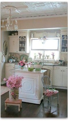 Shabby Chic kitchen..... I so wish I could do this in my kitchen :)