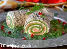 Delicious and scenographic appetizer- Tronchetto salato di Natale. Antipasto goloso e scenografico Savory Christmas stub. Delicious and scenographic appetizer - Antipasto, Strudel, Sweets Recipes, Cooking Recipes, Biscotti Cookies, Serbian Recipes, Potluck Dishes, Romanian Food, Christmas Dishes