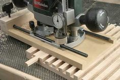 I found this sweet simple little jig entirely by accident but it's simplicity is also its genius. Use it for shelf dadoes, lattice dadoes, lap joints, fluting… maybe even a miniature version with a brass keel. Router Jig, Wood Router, Router Woodworking, Woodworking Techniques, Woodworking Projects Plans, Woodworking Tools, Wood Jig, Homemade Tools, Wood Tools