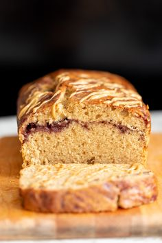 Vegan Peanut Butter and Jelly Cake or Bread Jelly Bread, Jelly Cake, Vegan Sweets, Vegan Desserts, Delicious Vegan Recipes, Vegan Food, Vegan Peanut Butter, Vegan Sugar, Vegan Bread