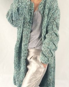 Knitting Patterns Coat Long chunky Kiro by Kim handknit Knitwear Fashion, Knit Fashion, Fashion 2017, Fall Fashion, Cardigan Pattern, Knit Cardigan, Knitting Designs, Knitting Patterns, Kiro By Kim