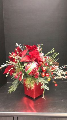 Christmas Ornaments and Evergreens Centerpiece Christmas Flower Decorations, Christmas Floral Designs, Christmas Vases, Christmas Flower Arrangements, Christmas Tabletop, Christmas Greenery, Christmas Flowers, Farmhouse Christmas Decor, Christmas Centerpieces