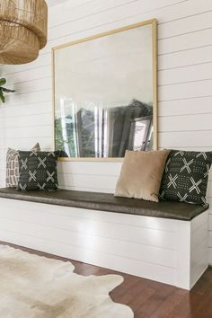 DIY Built-In Dining Bench with Storage - Breakfast Nook Banquette Tutorial - - In this step-by-step tutorial, I am sharing how to make a built-in dining bench with storage. Perfect for a breakfast nook or dining room, you will love this DIY banquette. Dining Bench With Storage, Dining Room Banquette, Dining Room Bench Seating, Storage Bench Seating, Banquette Seating, Built In Bench, Kitchen Nook Bench, Dining Bench With Back, Modern Storage Bench