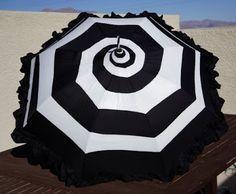 Black Ruffle Spiral Pagoda Umbrella Parasol Tim by UandTEmporium Dark Fashion, Gothic Fashion, Lolita Fashion, Pagoda Umbrella, Lace Umbrella, Mode Sombre, Emo, Night Circus, Umbrellas Parasols