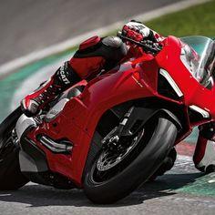 Ducati confirms launch of Panigale in India 😍 - Powerful Superquadro engine . - Maximum power of 155 HP at rpm. - Maximum torque of 104 Nm at rpm. Ducati Testastretta, Ducati Desmo, New Ducati, Ducati Multistrada, Ducati Motorcycles, Ducati Models, Modern Cafe Racer, Cool Motorcycle Helmets, Motorcycle News