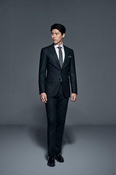 Handsome Asian Men, Handsome Faces, Hyun Bin, Asian Actors, Korean Actors, Big Bang Top, Gu Family Books, Korean Drama Quotes, Korean Products