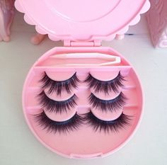 Does anyone know where I can get this eyelash case? Kiss Makeup, Beauty Makeup, Eye Makeup, Hair Beauty, Contour Makeup, Makeup Dupes, Makeup Blog, Makeup Tools, Makeup Products