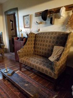 Primitive Living Room, Cottage Living Rooms, Living Room Decor, Living Spaces, Prim Decor, Primitive Decor, Colonial Cottage, Urban Cottage, Colonial Furniture