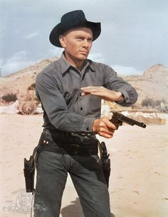 Les Sept Mercenaires - The Magnificent Seven Hollywood Stars, Hollywood Actor, Classic Hollywood, Old Hollywood, Cowboy Films, Films Western, Old Western Movies, Yul Brynner, American Actors