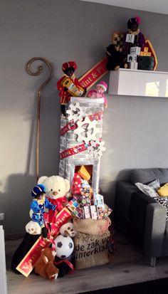 Sinterklaas decoratie 2014! Deze Pakjesfabriek helpt de pieten dit jaar met het inpakken van alle cadeautjes!