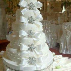 Hochzeitstorte Aus Toilettenpapier Mit Silberner