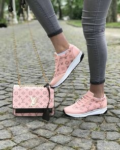 Trendy 2019 New LV Collection For Louis Vuitton Handbags,Must have it. Trendy 2019 New LV Collection For Louis Vuitton Handbags,Must have it. Cute Shoes, Me Too Shoes, Sneakers Fashion, Fashion Shoes, Lv Sneakers, Sacs Louis Vuiton, Schnür Heels, Casual Bags, Casual Outfits