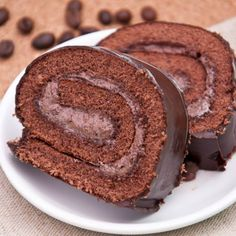 A Delicious recipe for chocolate roll cake with mocha filling and a chocolate icing. Chocolate Mocha Filled Roll Cake Recipe from Grandmothers Kitchen. Chocolate Roll Cake, Chocolate Hazelnut, Baking Chocolate, Chocolate Icing, Cake Roll Recipes, Dessert Recipes, Dessert Food, Cupcakes, Cupcake Cakes