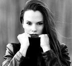 Jia Miles, cantante y compositora canaria, lanza por primera vez bajo el sello Blanco y Negro Music...