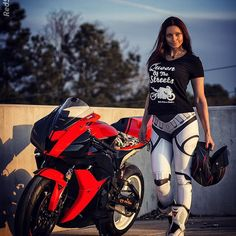 Happy Friday! good vibes this weekend and #RideWithoutLimits ✊ thank you for my kick ass tee @ridewithoutlimits_clothing  After hours shot courtesy of @mr_spade and for you ladies that want to know where the sweet #stormtrooper leggings are from @poprageous  EDIT--> seriously tho, do I really have to put a disclaimer in here that this is obviously a photoshoot and you shouldn't ride in leggings? Really?? Really people?! C'mon clearly I'm having a little fun here anyone that f...