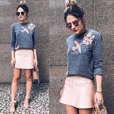 Combinação de cores fofa, delicada e romântica do cinza & rosinha! Amamos o #lookdodia da @thassianaves com a mini saia, moletom bordado e o #Fendi Eyeline para arrematar, e vocês gostarão?!  #oticaswanny