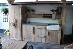 Want this type of kitchen! Outdoor Kitchen Patio, Outdoor Sinks, Bbq Kitchen, Cozy Kitchen, Summer Kitchen, Dog Washing Station, Grill Table, Patio Wall, Bbq Area