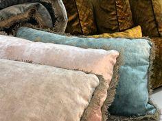 Velours lavé Tsar ciment, rose poudré et bleu glacier Glacier, Textile Texture, Decoration, Throw Pillows, Beige, Coups, Inspiration, Home Decor, Collection