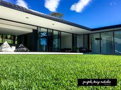 Farghaly Design Photography  via   farghaly_design_australia (INSTA)  Sarah Waller Architecture & Design  Doonan Glass House