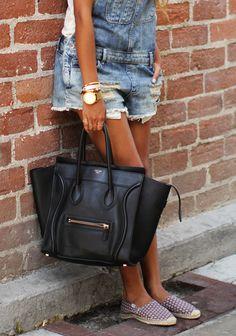 Overalls for sure Street style - Celine bag na Classic Style Women, Classic Outfits, Denim Fashion, Fashion Outfits, Womens Fashion, Celine Mini Luggage, Celine Bag, Phillip Lim Bag, Fashion Corner