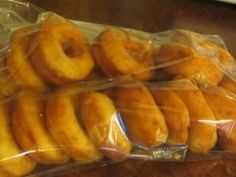 donuts made with potatoes Canadian Dishes, Canadian Cuisine, Canadian Food, Beignets, Canned Salsa Recipes, Cookie Recipes, Dessert Recipes, Ricardo Recipe, Desserts With Biscuits