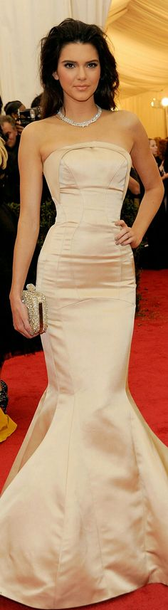 Kendall Jenner Is Wearing a Beige Mermaid-Style Funnel Skirt Gown @ the 2014 Met Gala in Zac Posen. ❤