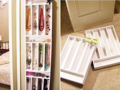 Utensils tray to store jewelry.