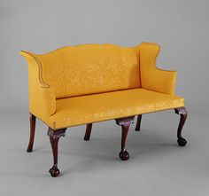 This is one of only two fully upholstered cabriole-leg Massachusetts settees that are known today. It belongs to a small group of Boston furniture characterized by asymmetrically arranged C-scrolls and knee carving in foliage patterns Boston Furniture, Fine Furniture, Furniture Styles, Georgian Furniture, Antique Furniture, Art Nouveau, Muebles Art Deco, Settee Sofa, Vintage Shabby Chic