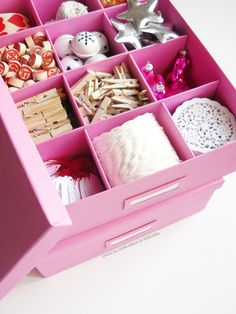 Ghirlanda di Popcorn: Ikea Tjena box | Beautifully and perfectly organized wrapping props.