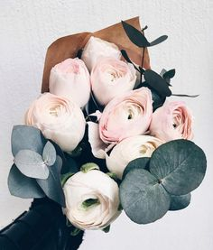 Peonies / Chic Bouquet / Blooms / Beautiful Flowers / Simple Living