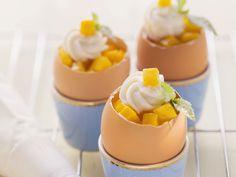 Möhrenkuchen im Ei mit Mango und Quarktuff | http://eatsmarter.de/rezepte/moehrenkuchen-im-ei-mit-mango-und-quarktuff
