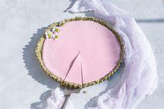 Τάρτα φράουλας με φυστίκι Sugar, Cookies, Sweet, Desserts, Food, Tarts, Tailgate Desserts, Biscuits, Deserts