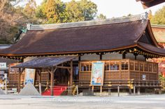 """Today, I was at the Kamigamo Shrine (上賀茂神社) in Kyoto and the shrine staff was busy preparing for the Shōgatsu celebrations. This year is the """"year of the Horse"""" and the Hosodono pavilion had large ema with Horse emblem on each side. The small pyramid shaped sand cones are called """"tatezuna"""".  These tatezuna represent the sacred mountain Kami-yama, which rises behind the shrine. Legend has it that the shrine deity descended from the heavens to reside on Kami-yama."""